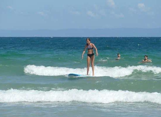 урок по сърф по време на лагер