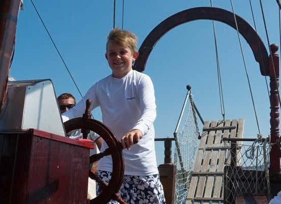 на корабче по време на летен лагер