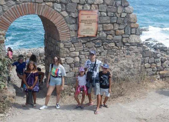 разходка в Созопол по време на морски лагер