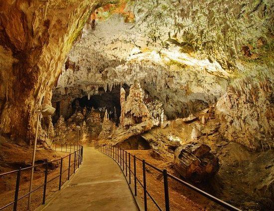 Пещерата Постойна