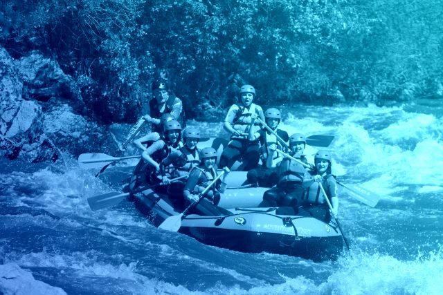 Рафтинг с Адвенчър Нет по река Струма